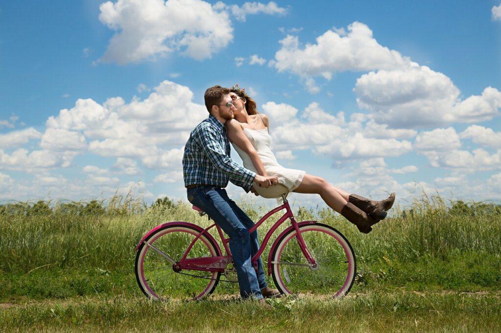 Moderne Paartherapie unterstützt Paare auf wertschätzender und verbindender Ebene. Stereotypen wie